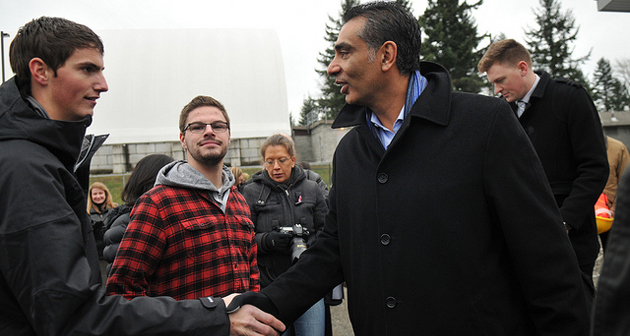 Advanced Education Minister Amrik Virk visits with agriculture students.