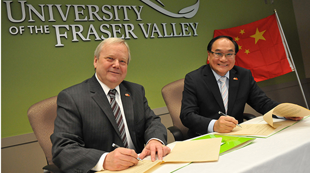 Dr. Mark Evered and Dr. Frances Pang signing MOU.